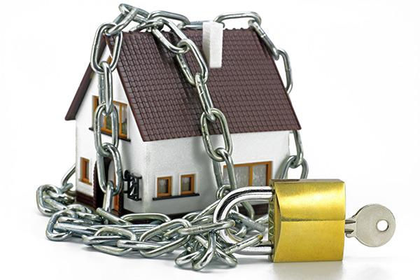 Différente de l'assurance habitation à Sherbrooke, l'assurance titre vous protègera contre les fraudeurs.