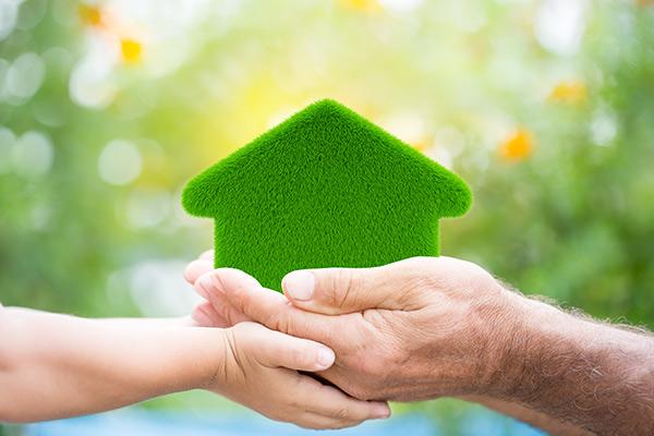 Économisez sur l'énergie et sur vos primes en assurance habitation à Victoriaville grâce à une maison écologique.