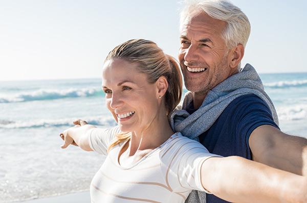 Les avantages d'économiser avec le comparateur de prix Soumissions Assurances en assurance vie pour les gens âgés entre 40 et 50 ans.
