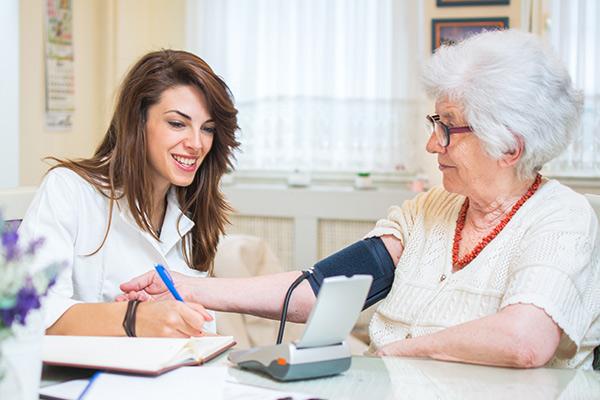 Ne quittez pas la maison pour voir si vous devez prendre l'assurance sans examen médical